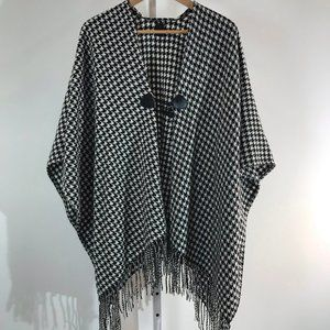 Black and White Houndstooth Cape